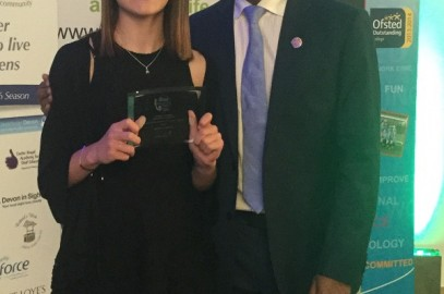 RACHEL RECEIVES COMMUNITY SPORTS PERFORMER OF YEAR AWARD FROM COLIN JACKSON